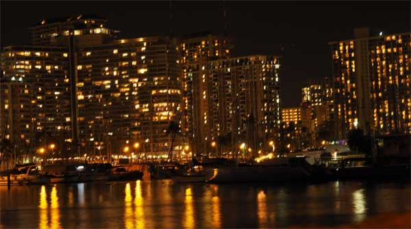Waikiki_at_Night